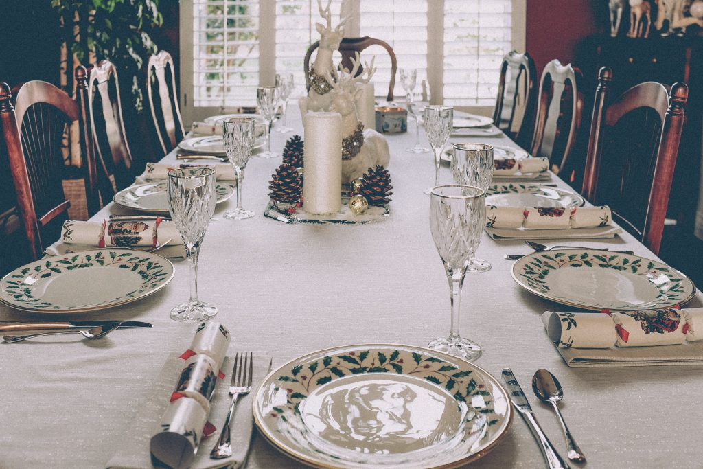 tablecloth and linens on a dinner party table